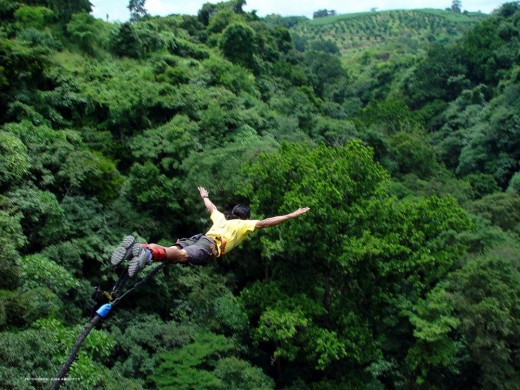http://www.adventureseeker.org/wp-content/uploads/2012/07/Costa-Rica-Bungee-Jumping-Colorado-River-Bridge-Grecia-520x390.jpg