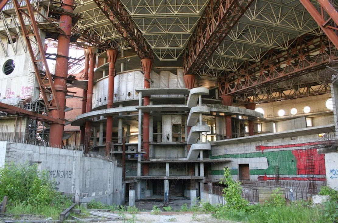 32 Haunting Photos of Abandoned Places 5