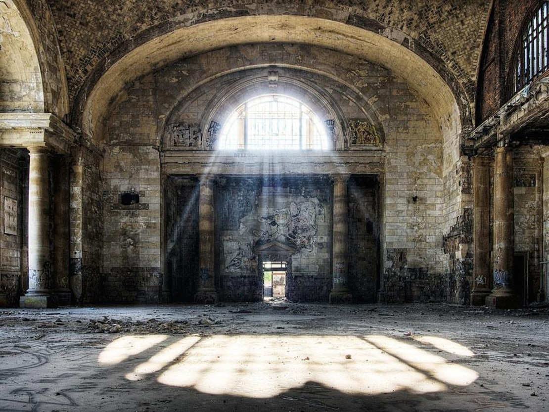 32 Haunting Photos of Abandoned Places 8