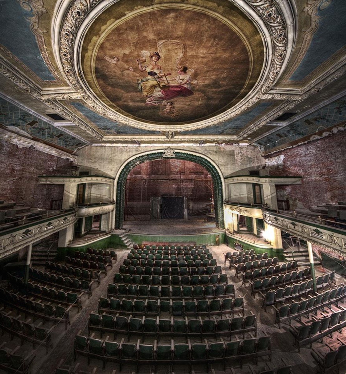 32 Haunting Photos of Abandoned Places 10