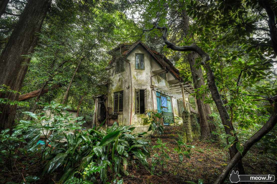 32 Haunting Photos of Abandoned Places 30